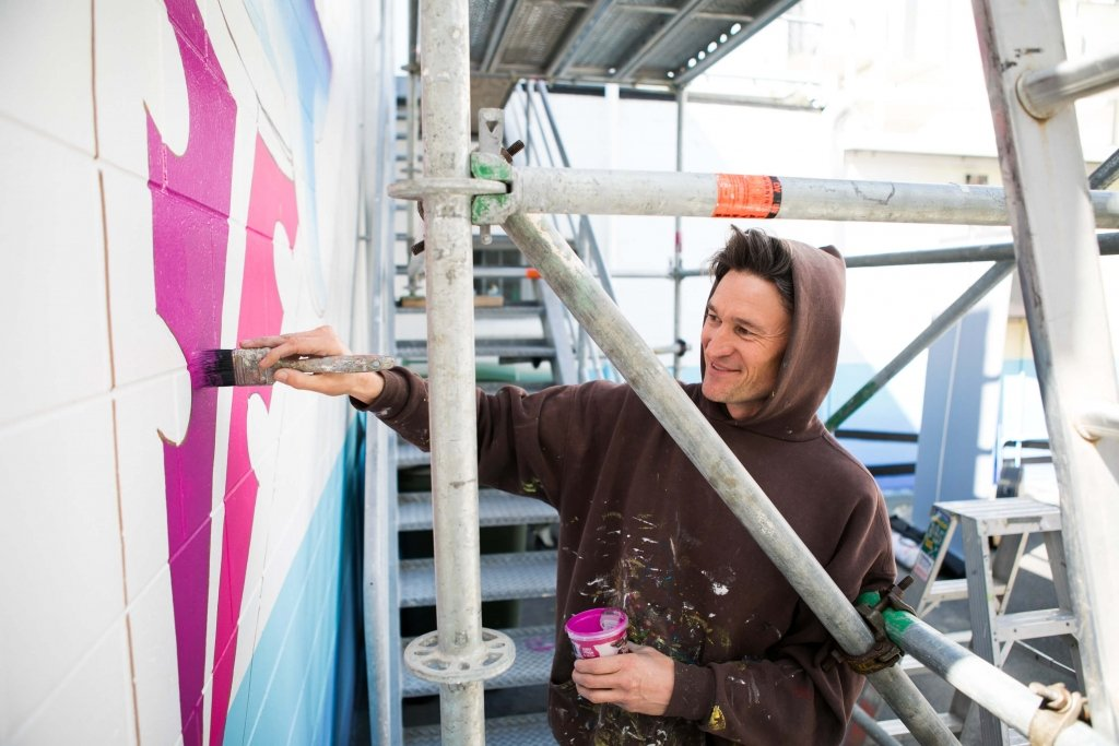 Artist paints mural at Groundswell Festival of Innovation